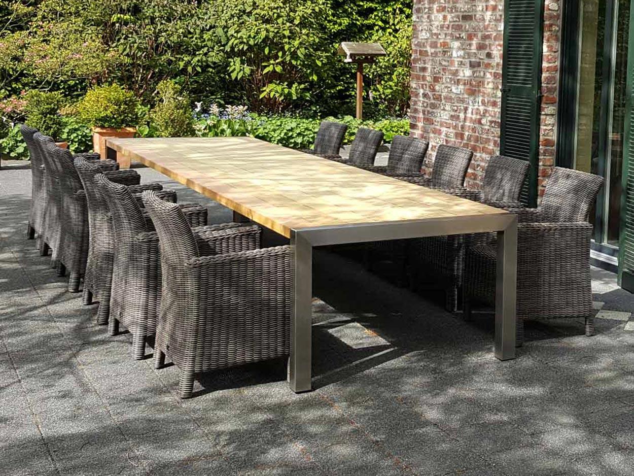 Grote RVS tuintafel met hardhouten tafelblad