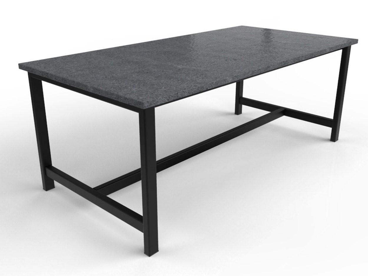 Granieten tafel met zwart gecoat stalen onderstel