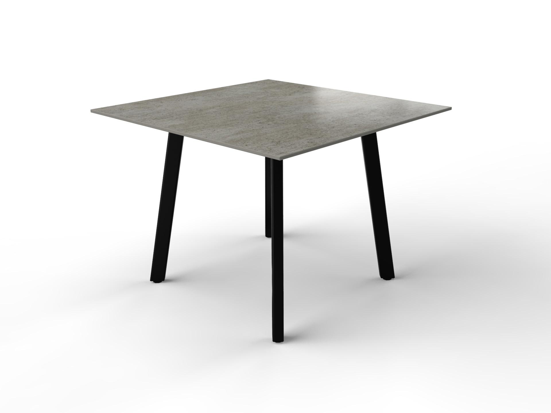 Vierkante betonlook eettafel met zwart gecoat stalen tafelonderstel